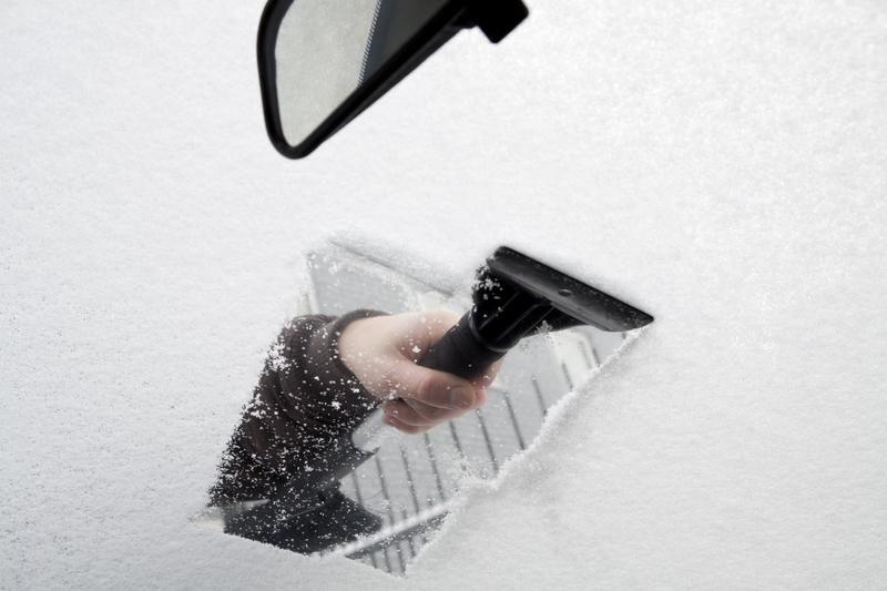 Pass på å skrape nok til å få god sikt. (Illustrasjonsfoto: Marijus Auruskevicius)