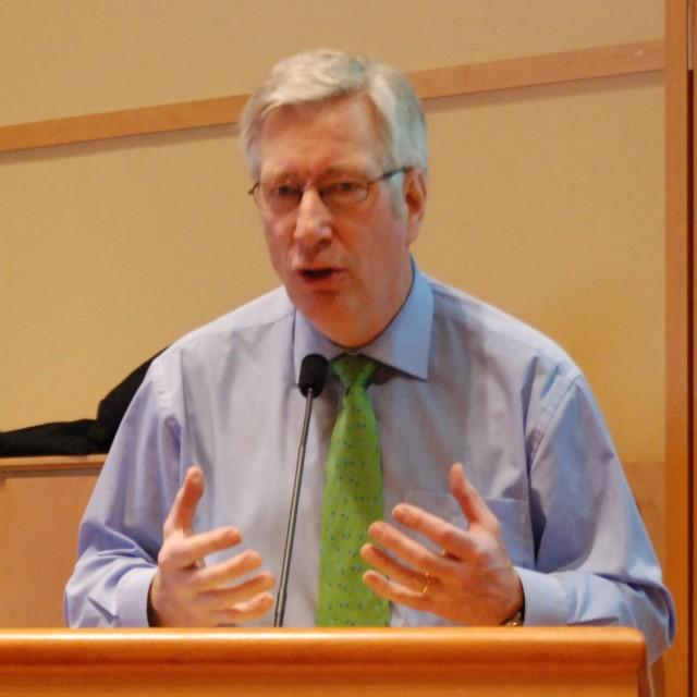 Finansminister Sigbjørn Johnsen mener trafikkgrunnlaget over Bjørnfjell grenseovergang er for lite til å utvide åpningstidene. Arkivfoto fra APs gruppeseminar i januar 2010: Arbeiderpartiet