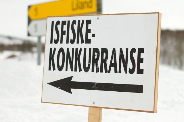 Lakså Grendelag arrangerer årlig isfiskekonkurranse. Foto: Robin Lund