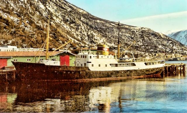 MS «Skogøy» til kai i Narvik fra sin storhetstid. Nå kan den gamle damen bli til baltisk spiker. Arkivfoto: Skogøys venner
