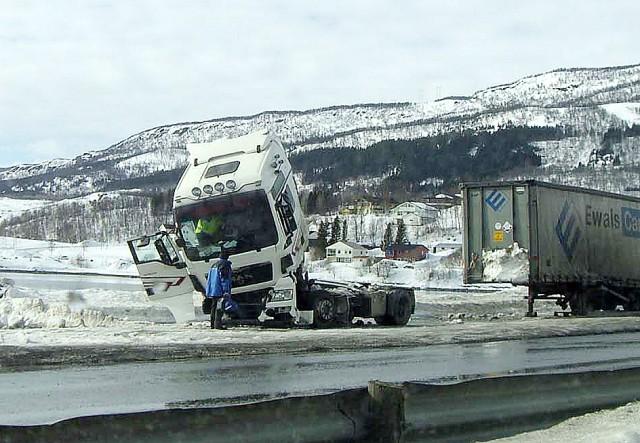 Det utenlanske vogntoget har tydelig fått hard medfart. Leserfoto: Kjell Ole Nilsen