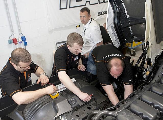 Alf Løknes, Stein-Otto Løknes og Magne Eidstø dypdykker i motorproblematikk.