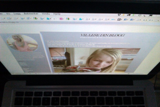 10 år gamle Alexandra er en aktiv blogger. Foto: Skjermbilde