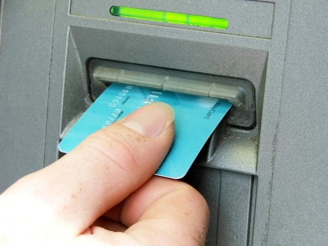 Det blir stadig vanskeligere å få tak i kontanter. Illustrasjonsfoto: Joanne og Daniel