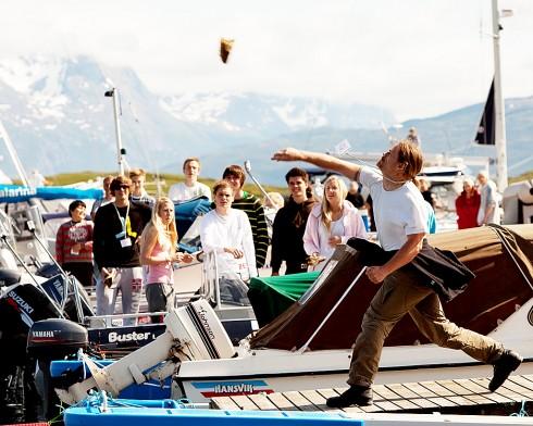 Åpent nasjonalt mesterskap i tørska torskhaudryling gir heder og ære – og et solid bidrag i økonomien til toppidrettsutøverne. Foto: Helge Opdal, Evenes kystlag