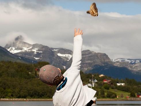 NRKs «Norge Rundt» skal dekke begivenheten «Åpent nasjonalt mesterskap i tørska torshaudryling» som går av stabelen på Liland til helgen. Foto: Helge Opdal, Evenes kystlag