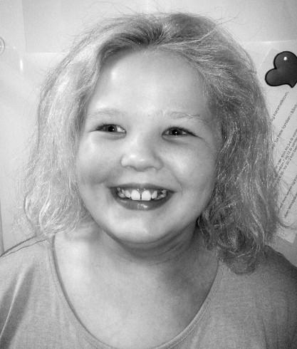 12. oktober fyller Pia Helene Sandvik fra Liland 10 år. Gratulerer så mye med dagen! Stor klem fra Terese, mamma, pappa og Røder. Foto: Jan Ove Sandvik