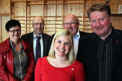 Anna Ljunggren omkranset av Skånland Aps Helene Berg Nilsen, Evenes' Rolf Moholt og Tjeldsunds Bjørn Hanssen og Evald Joakimsen. Foto: Roger Bergersen
