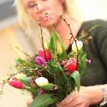 Istedenfor å ha butikken full av buketter og oppsatser, tilbyr blomsterdekoratørene hos Sonja Blomster spesiallagde kreasjoner til de mange ulike kundene. Foto: Hans Erling Hanssen