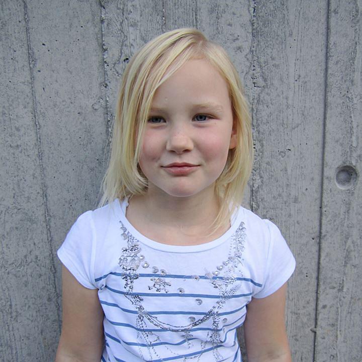 19. desember fyller Terese Sandvik, fra Liland 9 år. Gratulerer med dagen, klem fra mamma, pappa, Pia og Røder. Foto: Anja Karlsen