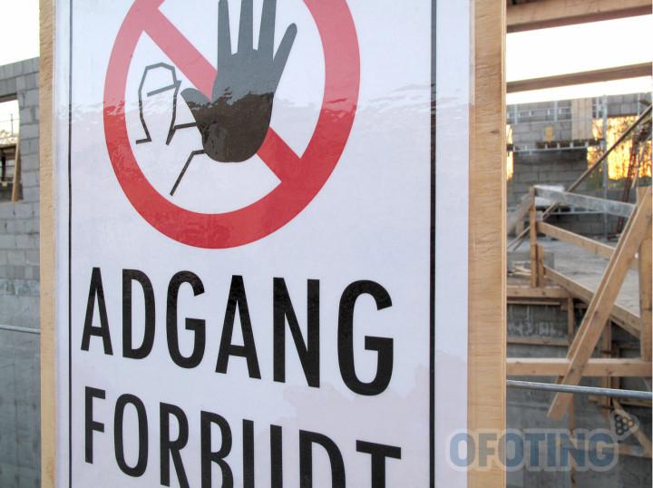 «Adgang forbudt»-skilt ved anleggsområde. Illustrasjonsfoto: Robin Lund