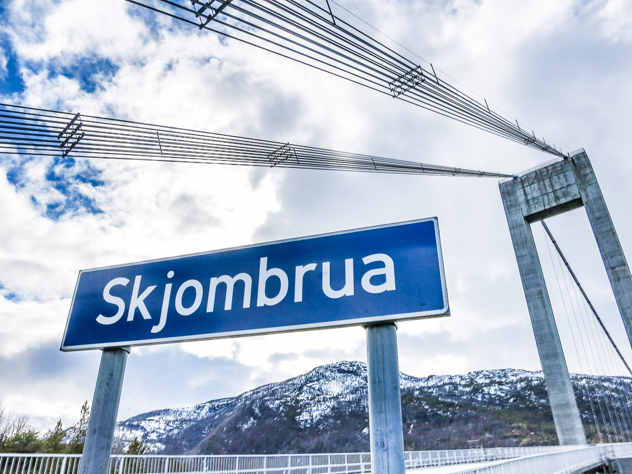 Skjomen bru er ei hengebru sør for Narvik.(Arkivfoto: Robin Lund)