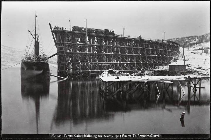 Bilde av første malmutskipning fra Narvik