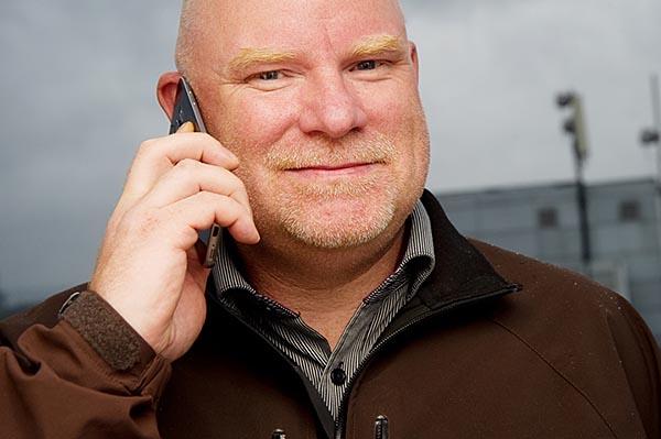Dekningssjef i Telia, Tommy Skogheim Johansen, forteller om utbedret 4G-dekning i Troms. (Foto: Telia)